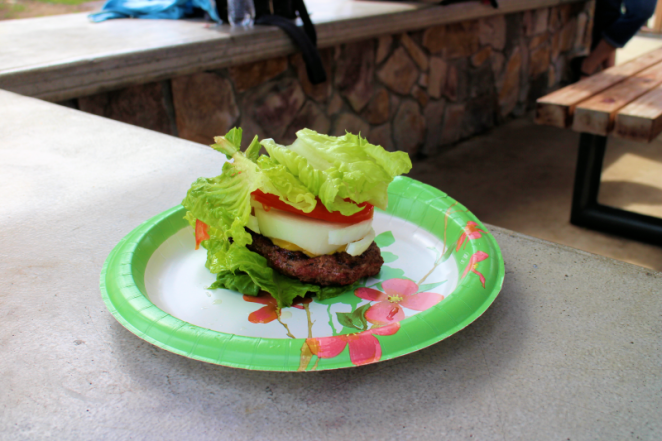 Lettuce-wrapped burger 800px